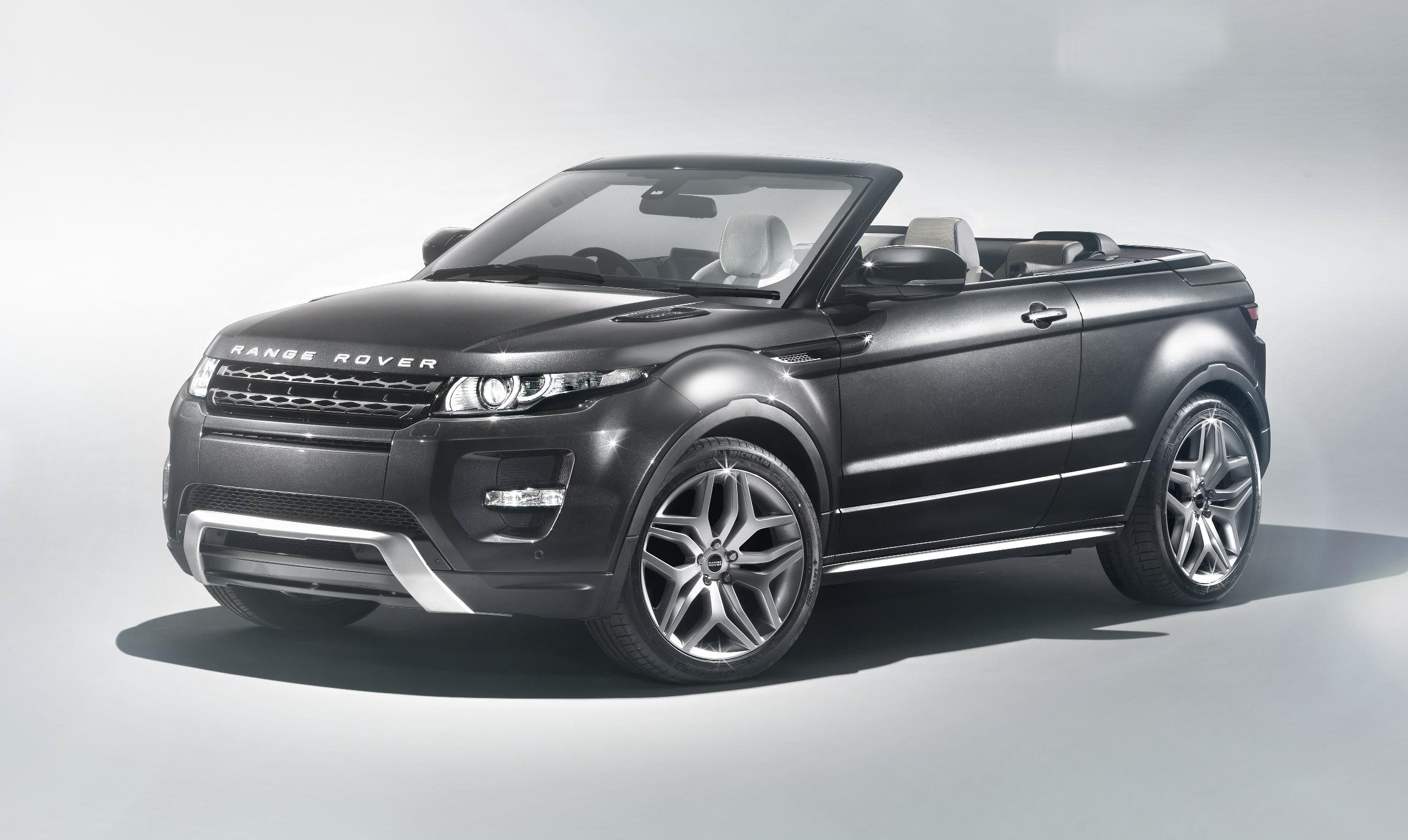 Range Rover Evoque Convertible is to be launched at the Geneva Show in March to gain reaction to the concept