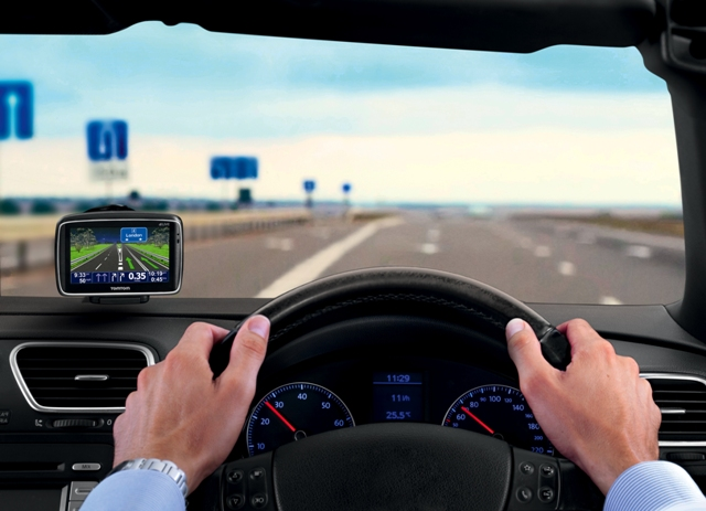 TomTom GO LIVE in car
