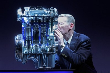 Ford_CEO_Alan_Mulally_launches_the_1.0_litre_EcoBoost_engine_now_available_in_the_Ford_Focus_Ford_32388