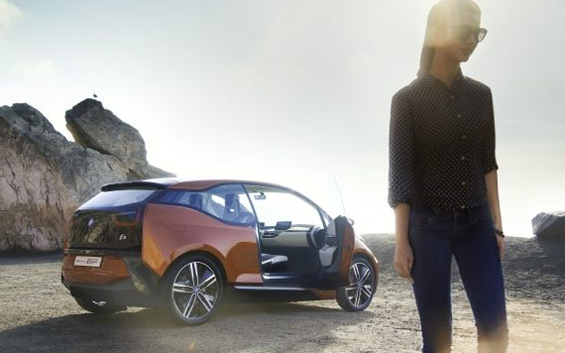 1096 BMW_i3_with_person