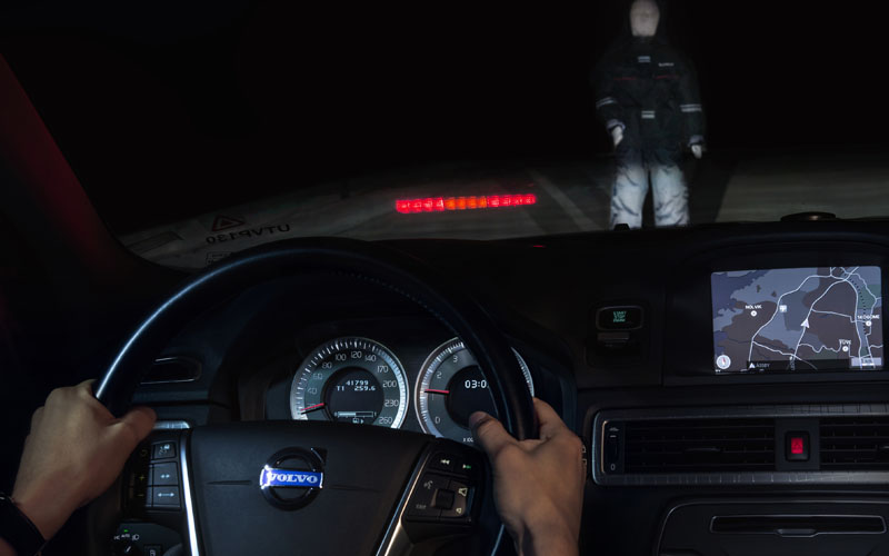 969_Volvo_pedestrian_detection_in_darkness