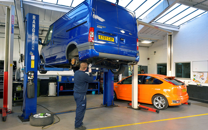 Ford_servicing