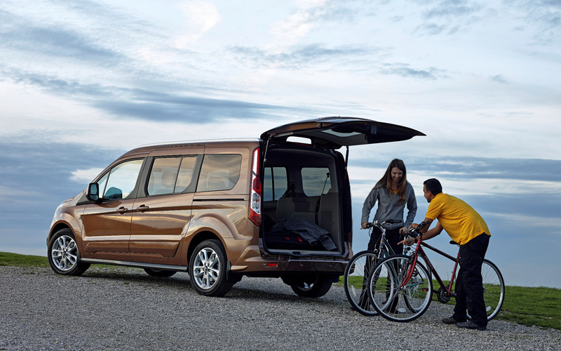 Ford_Tourneo_connect_review_loading_bikes