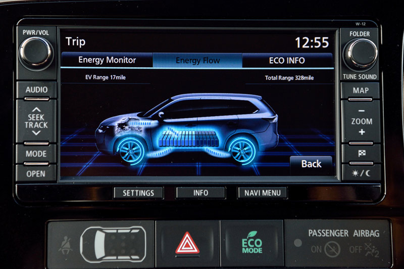 712_Mitsubishi_Outlander_phev_review_screen