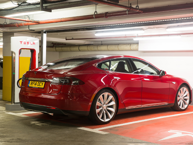 Tesla, Model-s, supercharger point, london