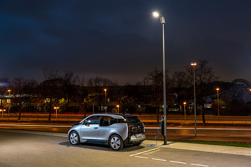MINI Plant Oxford showcases pioneering street lighting system with integrated electric vehicle charging 669071