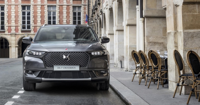 new ds 7 crossback premium suv with parisian style. Black Bedroom Furniture Sets. Home Design Ideas