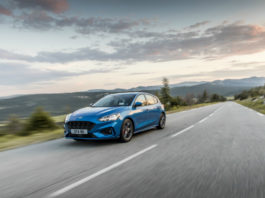 2018_FORD_FOCUS_DRIVE_ST LINE__hero driving shot 2