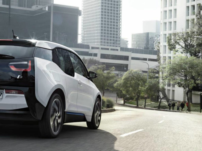 BMW i3 driving picture