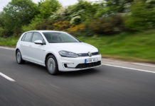 VW-e-Golf-moving