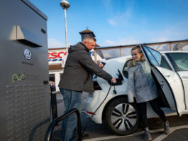 Volkswagen and Tesco chargepoint partnership (4)