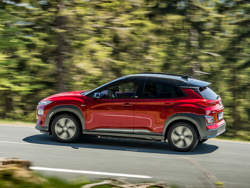 hyundai kona electric review side panning